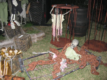 advertisements - Scary Halloween Yard Decorating Ideas